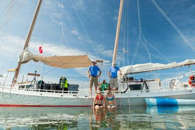 Saling Catamaran